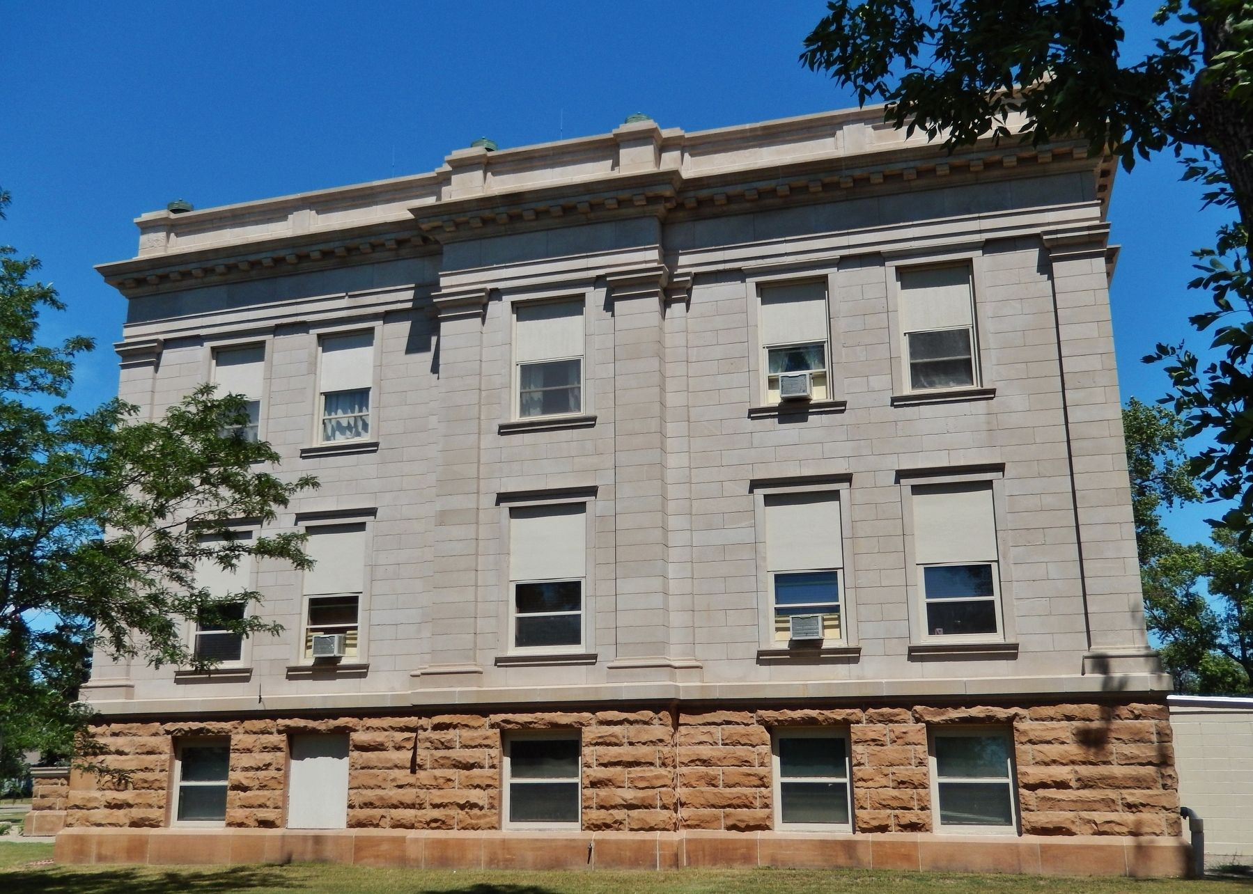 Hyde County Courthouse South Dakota (<i>south side view</i>) image. Click for full size.
