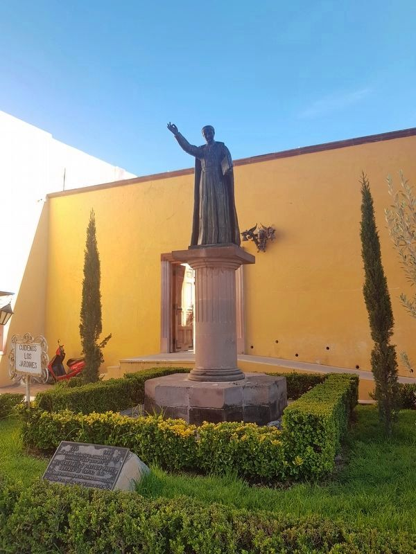 A statue of Father Gonzalo de Tapia and Marker image. Click for full size.