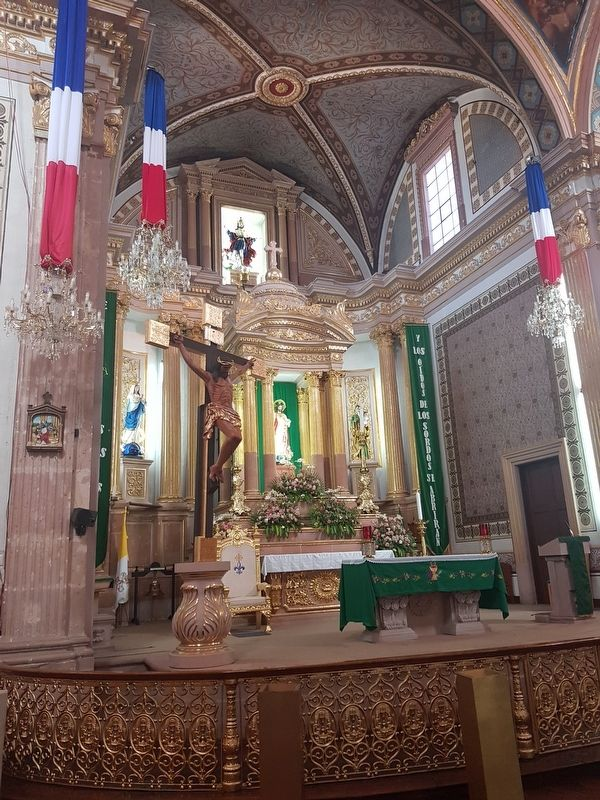 The altar of the Parish Church of San Luis Rey image. Click for full size.