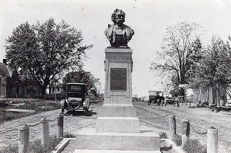 Mark Twain Monument image. Click for full size.