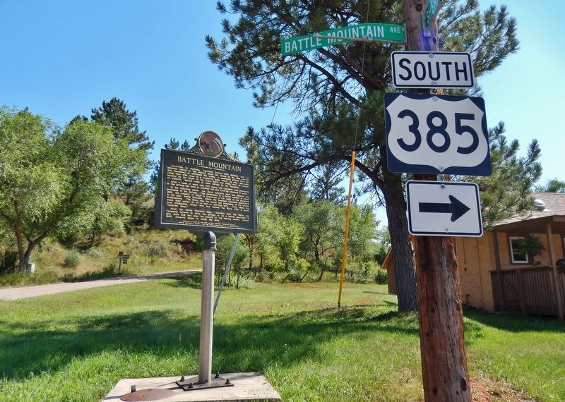 Battle Mountain Marker (<i>wide view from Battle Mountain Avenue</i>) image. Click for full size.