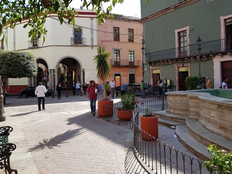 An additional view of the Plaza del Baratillo and Marker image. Click for full size.