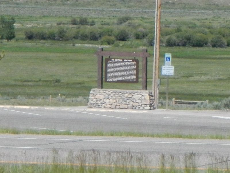 Duplicate Montana-Utah Road Marker across the freeway image. Click for full size.