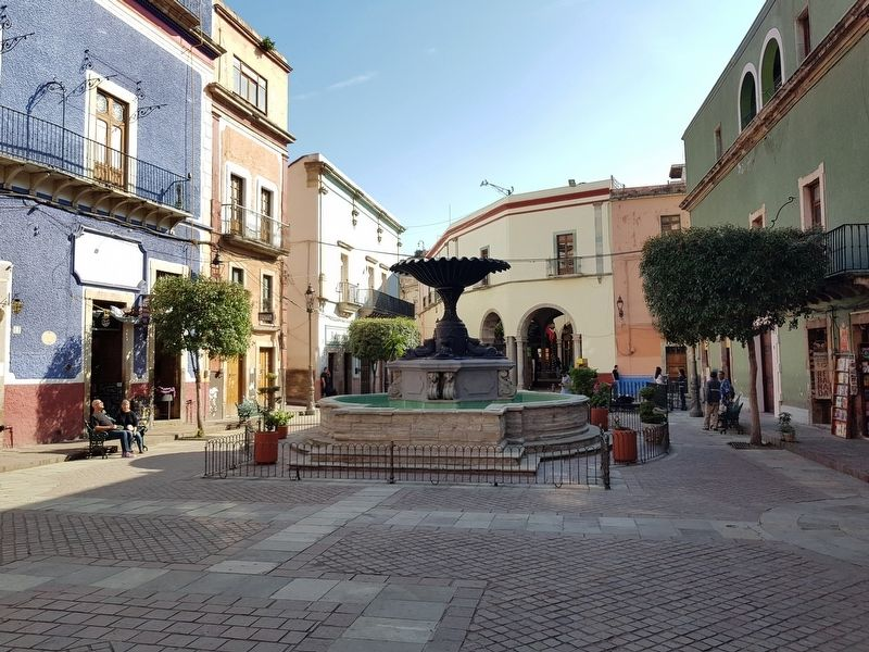 The Fountain of the Plaza del Baratillo and Marker image. Click for full size.