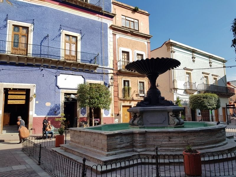 An additional view of the The Fountain of the Plaza del Baratillo and Marker image. Click for full size.