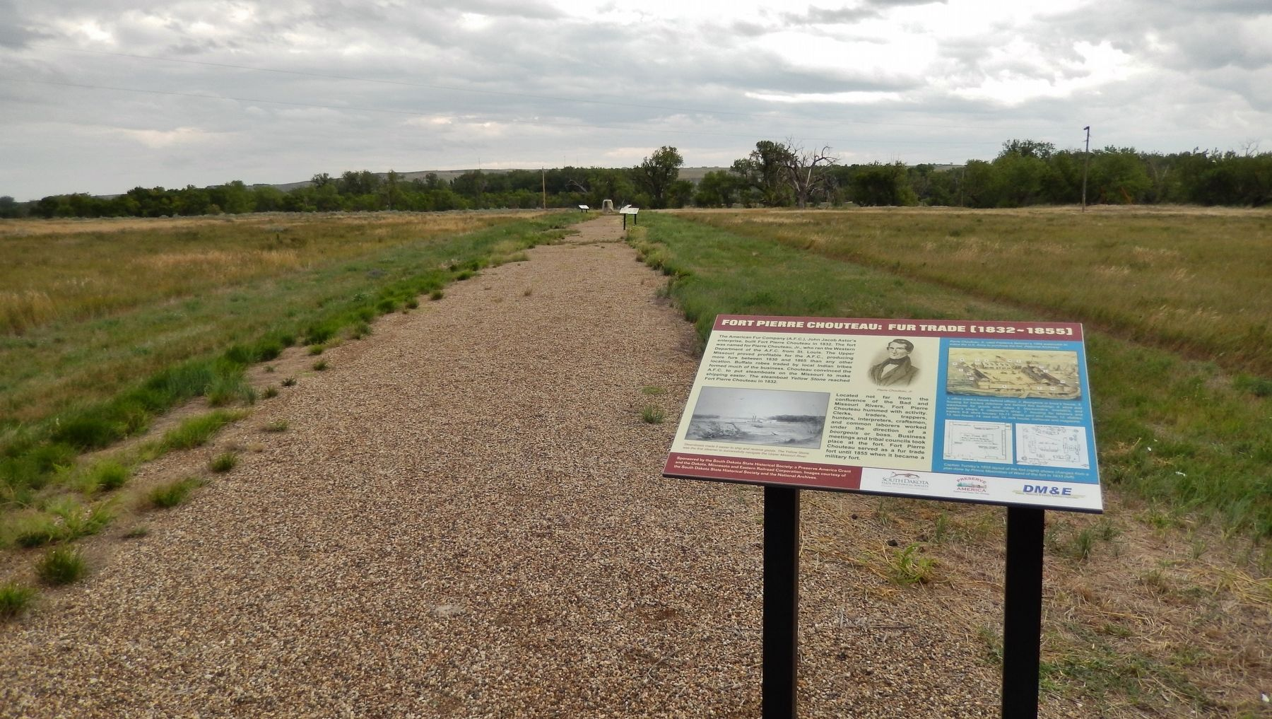 Fort Pierre Chouteau: Fur Trade (1832-1855) Marker (<i>wide view</i>) image. Click for full size.