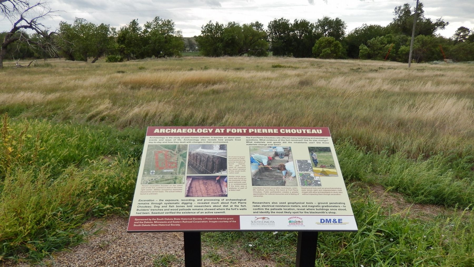 Archaeology at Fort Pierre Chouteau Marker (<i>wide view</i>) image. Click for full size.