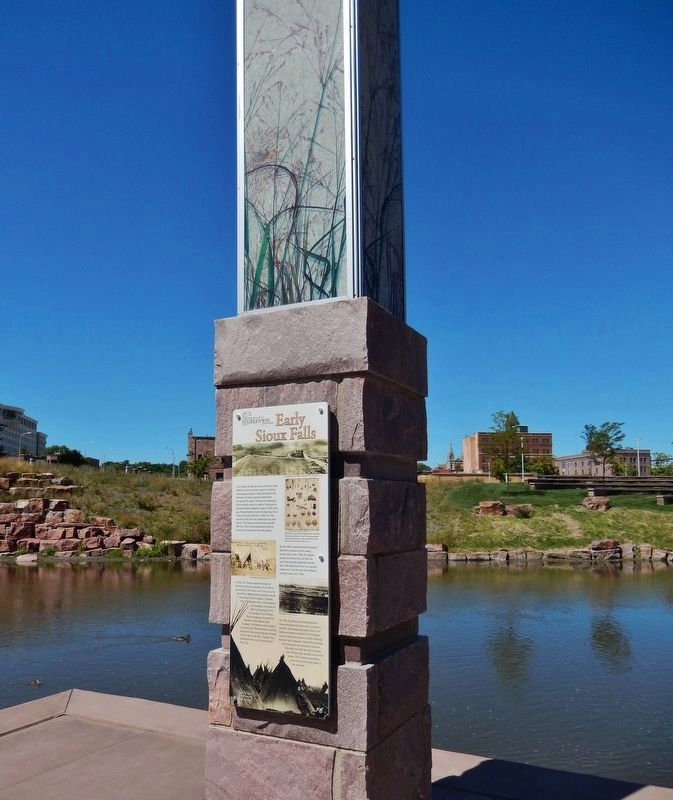 Early Sioux Falls Marker (<i>wide view; Big Sioux River in background</i>) image. Click for full size.