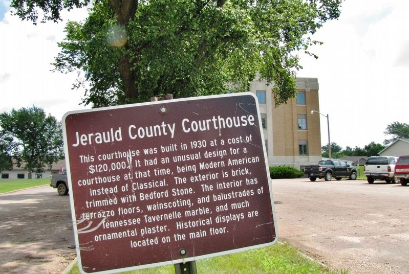 Jerauld County Courthouse Marker (<i>wide view; parking lot, courthouse west side in background</i>) image. Click for full size.