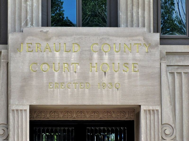 Jerauld County Courthouse (<i>entrance detail</i>) image. Click for full size.