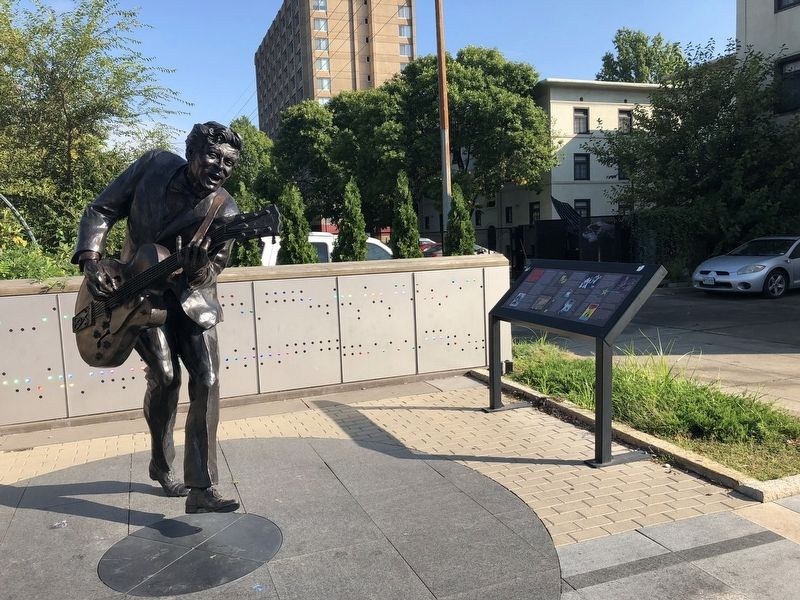 Chuck Berry Statue and Marker image. Click for full size.