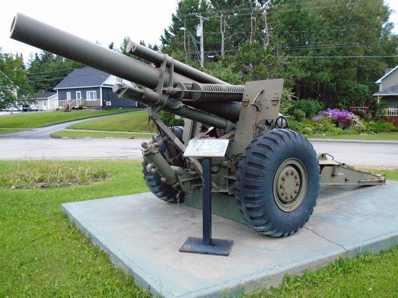 M114 155mm Howitzer and Marker image, Touch for more information