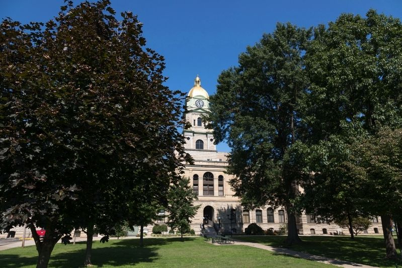 Cabell County Courthouse Grounds image. Click for full size.