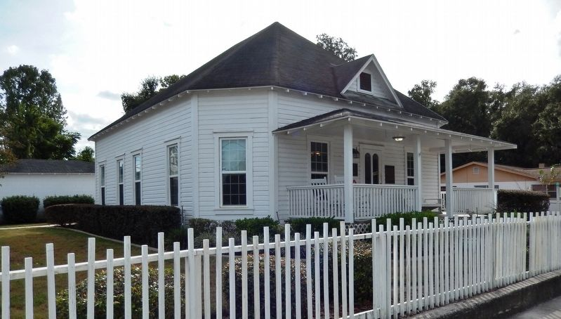R. O. Hicks House (<i>northeast corner view</i>) image. Click for full size.