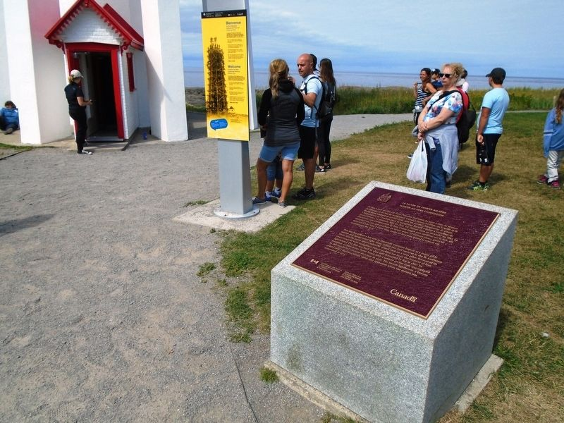 Le phare de Pointe-au-Père / Point-au-Père Lighthouse Marker image. Click for full size.