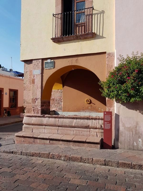 Fountain of Santo Domingo and Marker image. Click for full size.