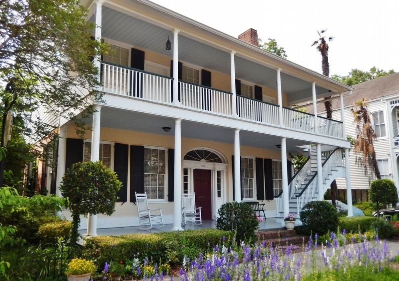 The Griffith-McComas House, Natchez, Mississippi (<i>view from near marker</i>) image. Click for full size.