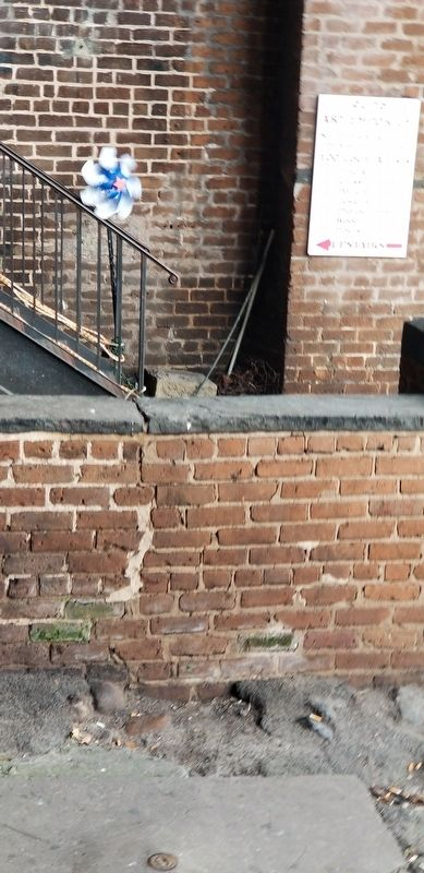 Marker at foot of stairwell image. Click for full size.