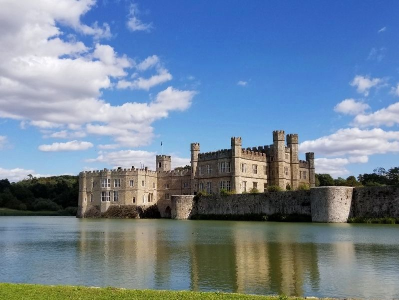 Leeds Castle image. Click for full size.