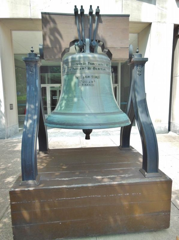 Pennsylvania's Liberty Bell Replica (<i>front view; State Museum of Pennsylvania in background</i>) image. Click for full size.
