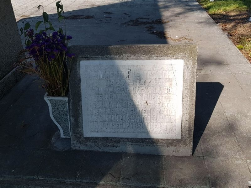 Grave of Dr. Alberto Fuentes Mohr image. Click for full size.