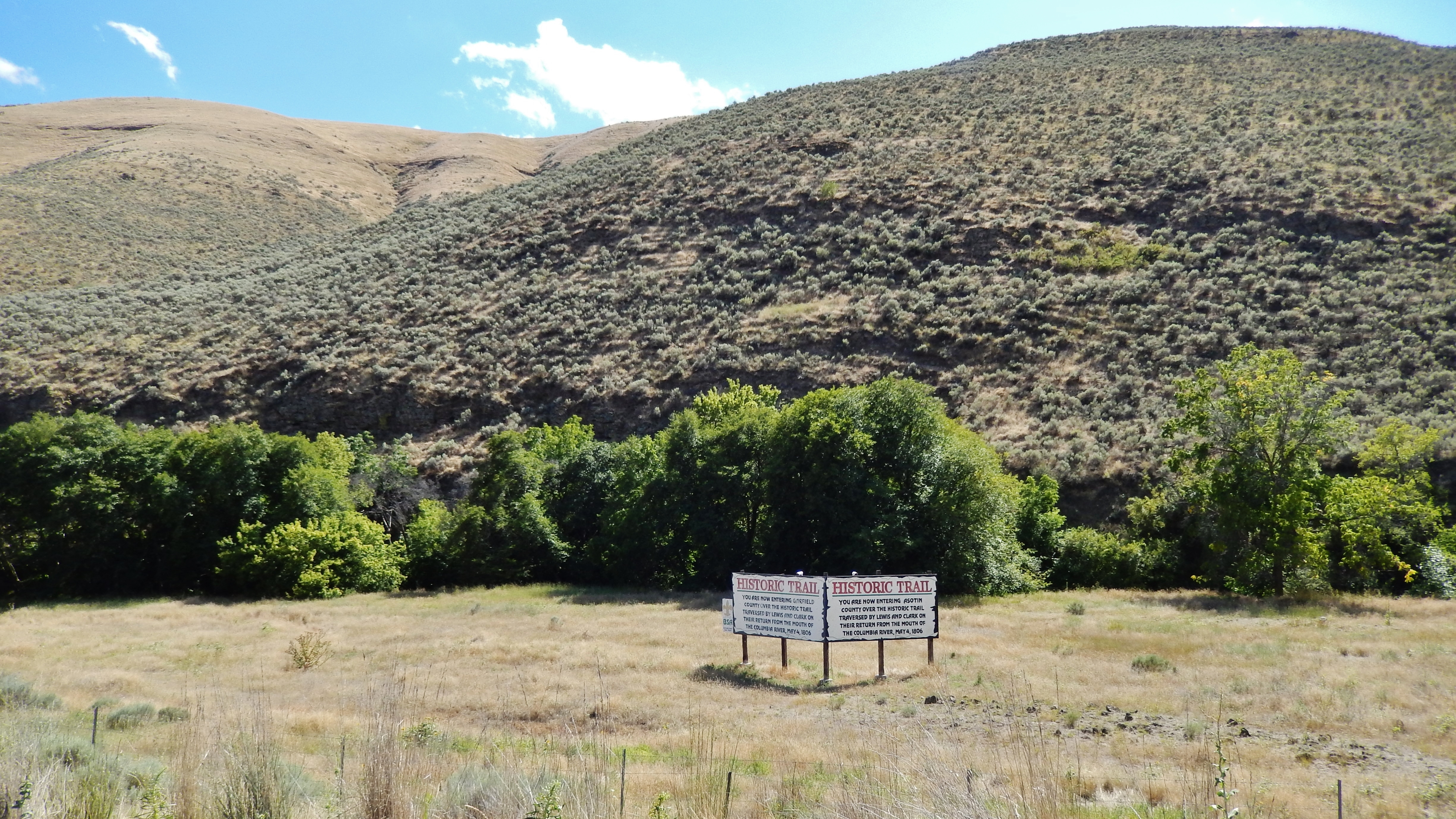 Lewis & Clark Historic Trail Marker (<i>wide view; looking south from highway pull-out</i>)