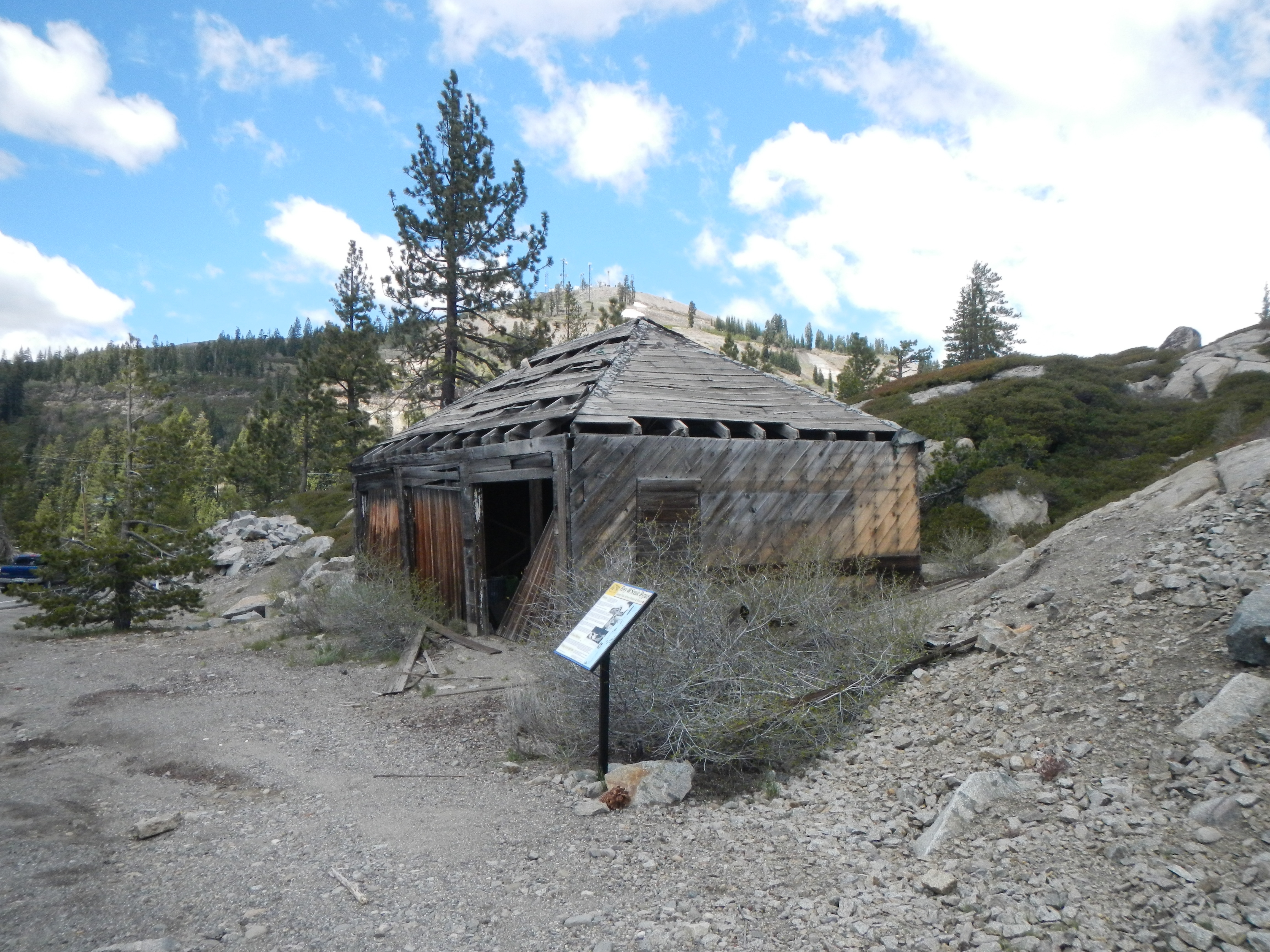 Donner Pass Airway Station & Beacon Marker