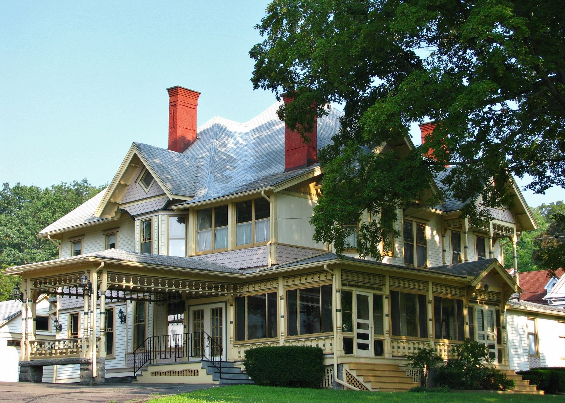 James H. Hawes House (<i>southeast corner view</i>) image. Click for full size.