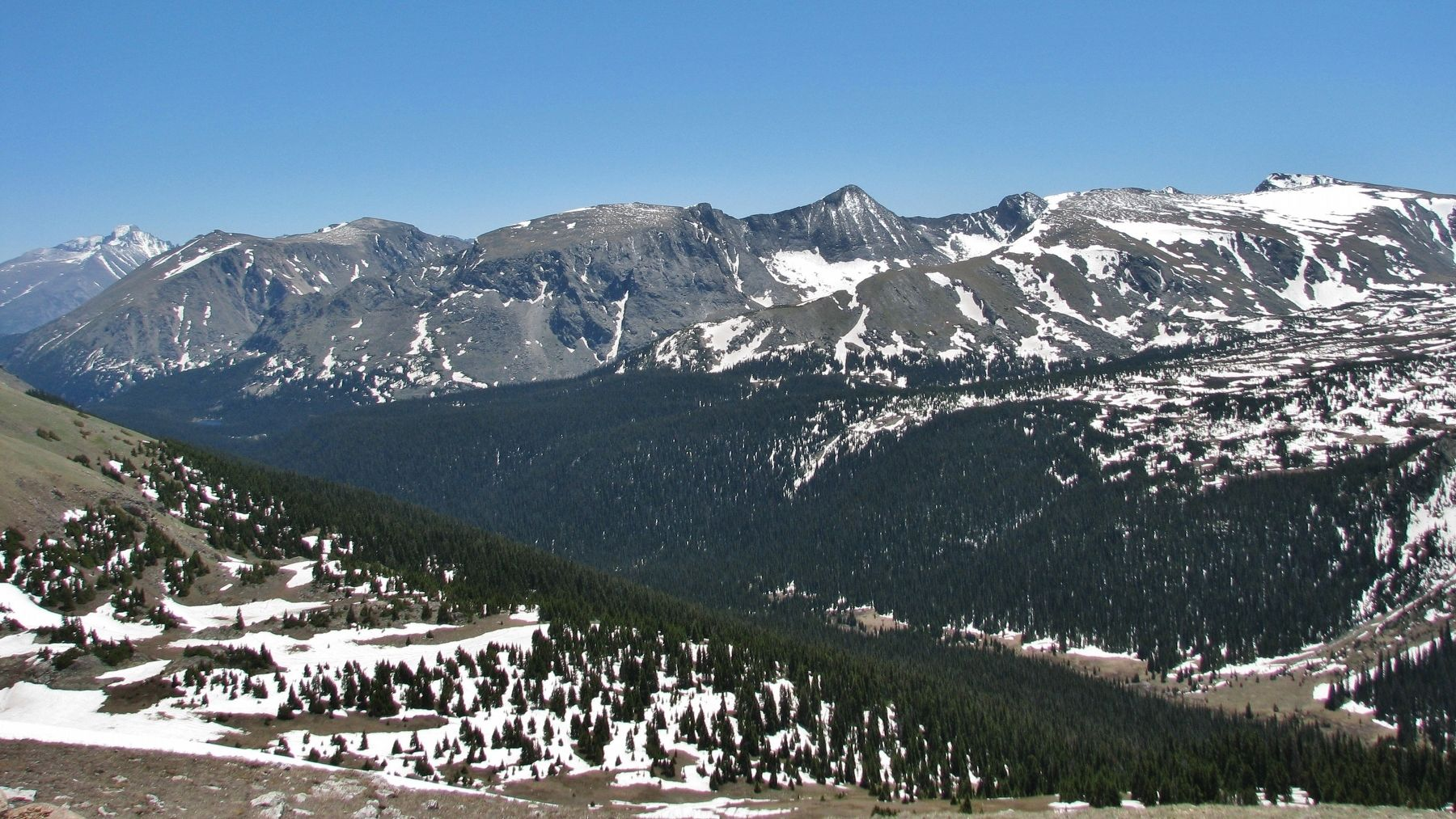 The Gore Range (<i>view southeast from marker</i>) image. Click for full size.