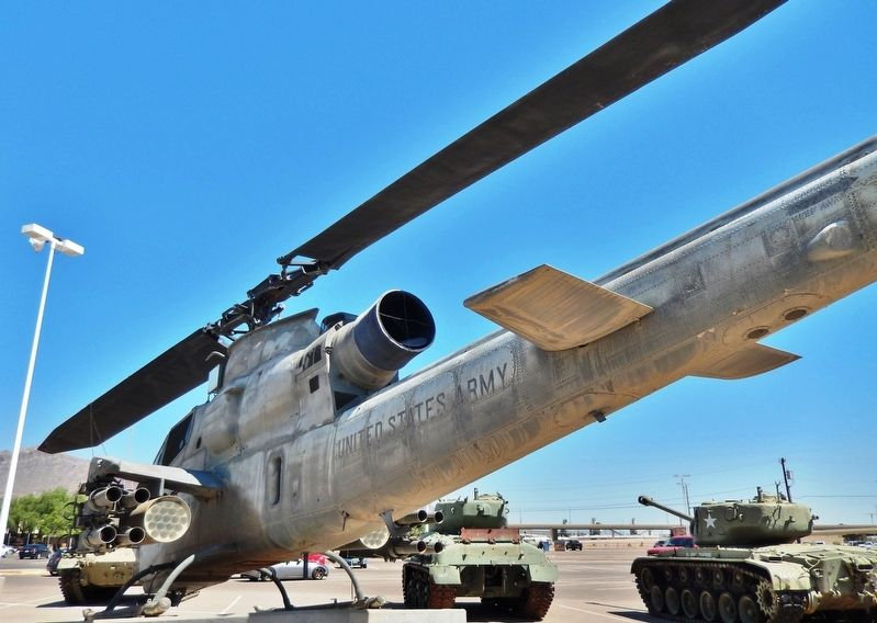 AH-1F COBRA Attack Helicopter image. Click for full size.