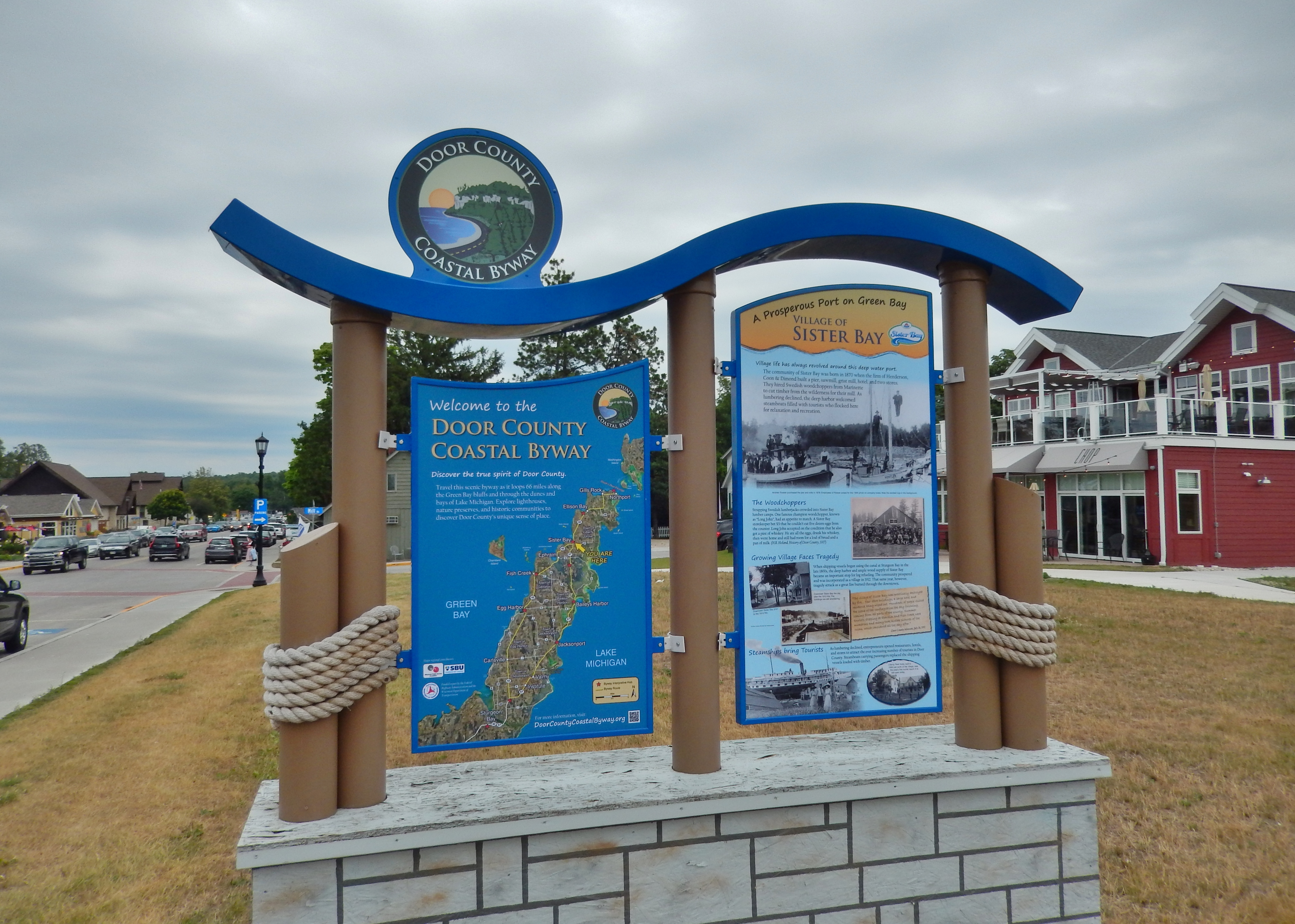 Village of Sister Bay Marker Kiosk (<i>wide view looking north; Bay Shore Drive on left</i>)