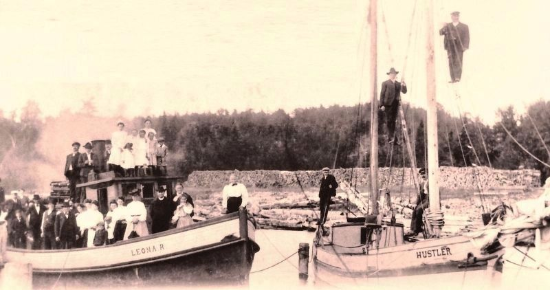 Marker detail: Employees of Roeser posed for this 1904 photo on company boats image. Click for full size.