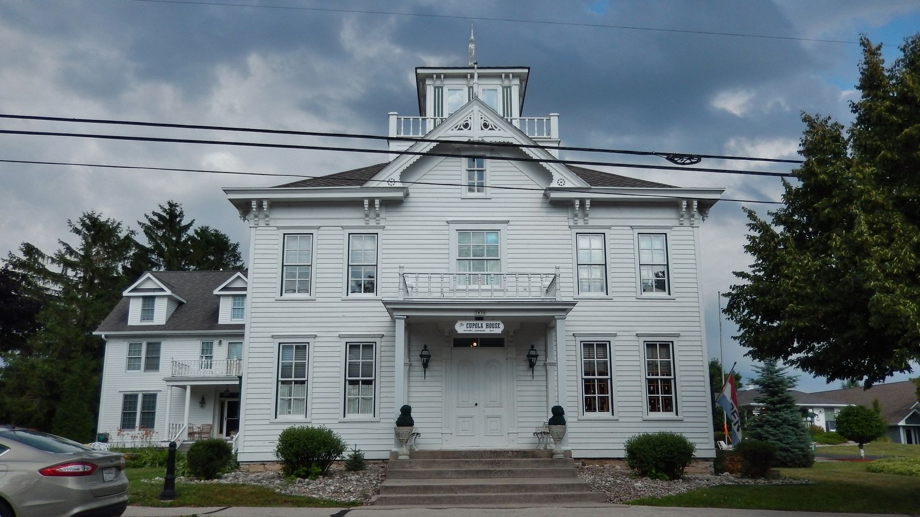 Cupola House (<i>front view from Egg Harbor Drive</i>) image. Click for full size.