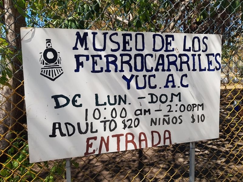Nearby Yucatán Railroad Museum hand-painted sign image. Click for full size.
