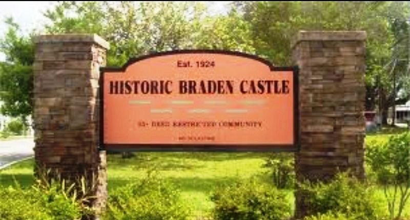 Entrance to Braden Castle Park image. Click for full size.