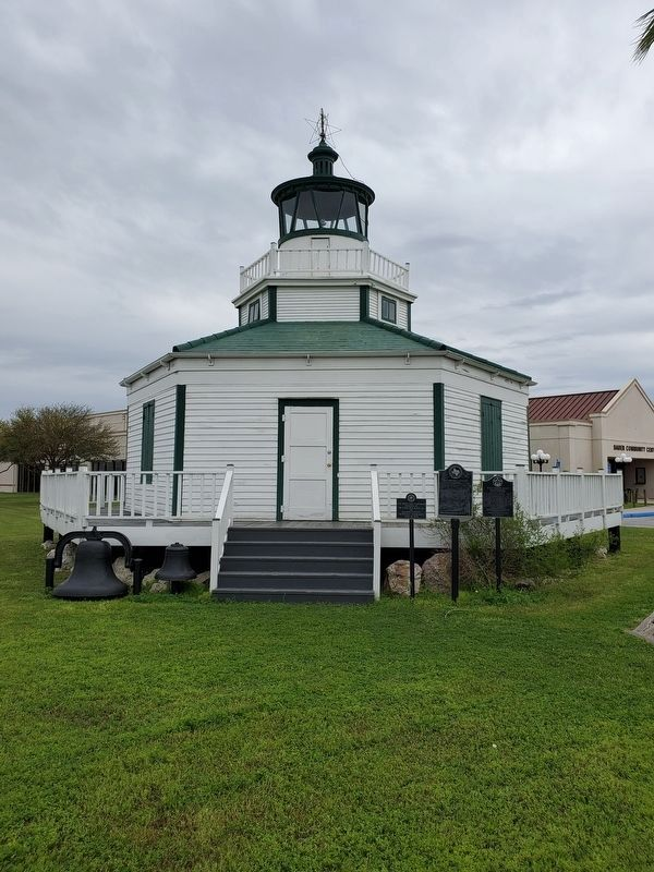 Halfmoon Reef Lighthouse image. Click for full size.