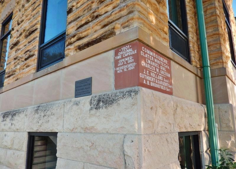 Mitchell County Courthouse NRHP Plaque (<i>wide view; marker left of cornerstone/time capsule</i>) image. Click for full size.
