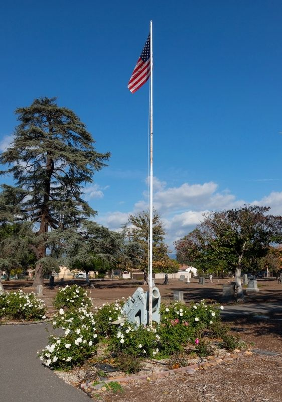 Siege Mortar and Flag Pole at Savannah Memorial Park, Rosemead, Ca. image. Click for full size.