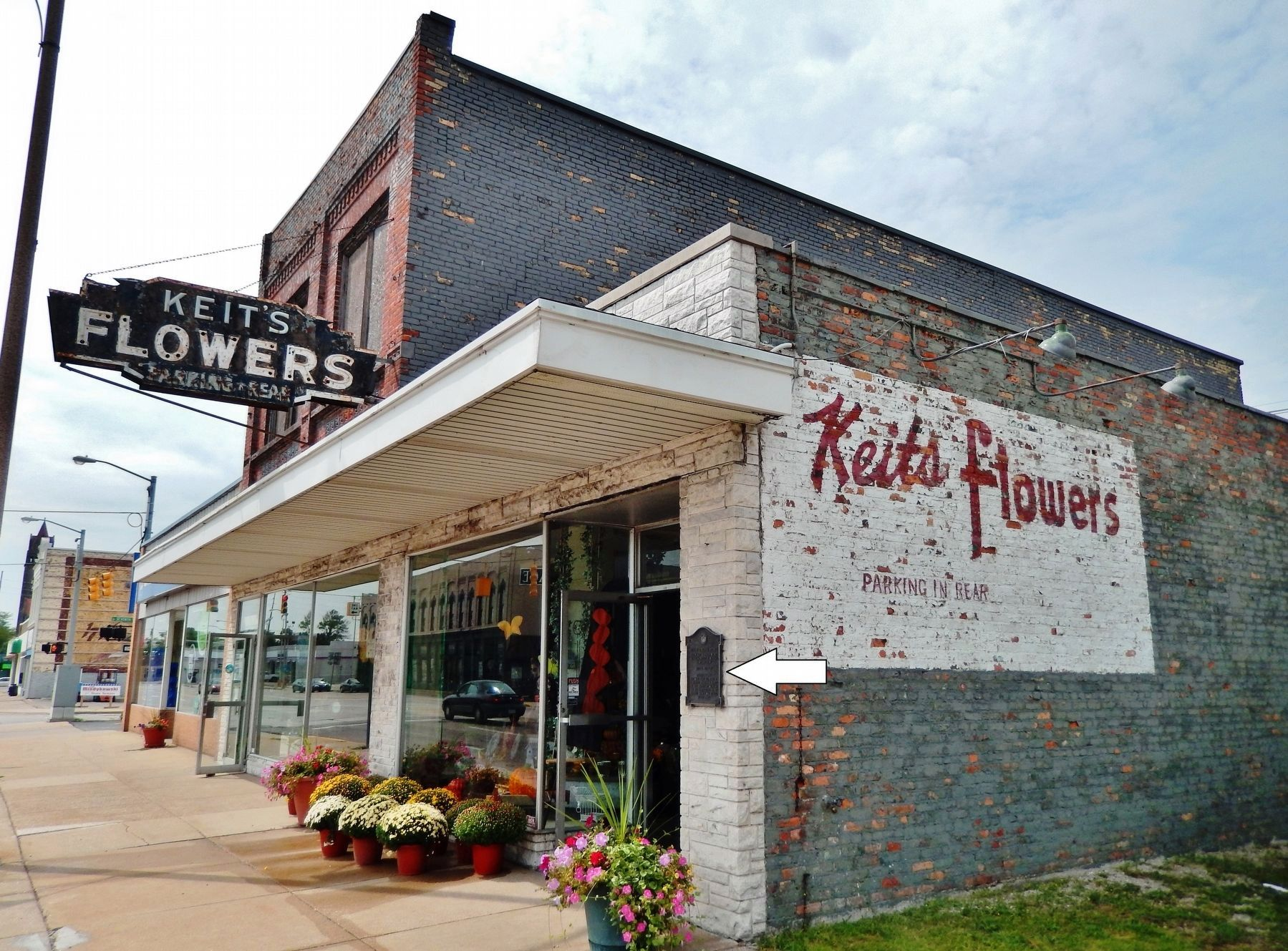 Keit's Flowers (<i>northeast corner view; marker visible at corner of building</i>) image, Touch for more information