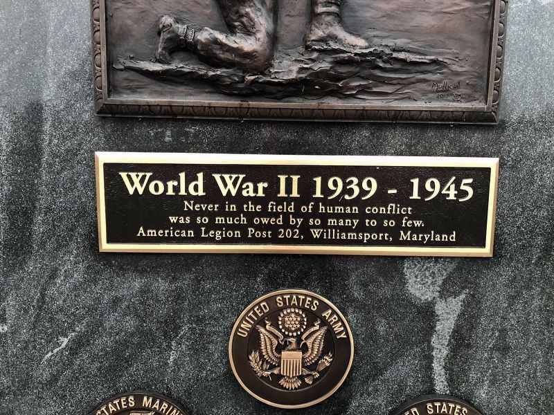 WWII Marker [Center plaque] image. Click for full size.