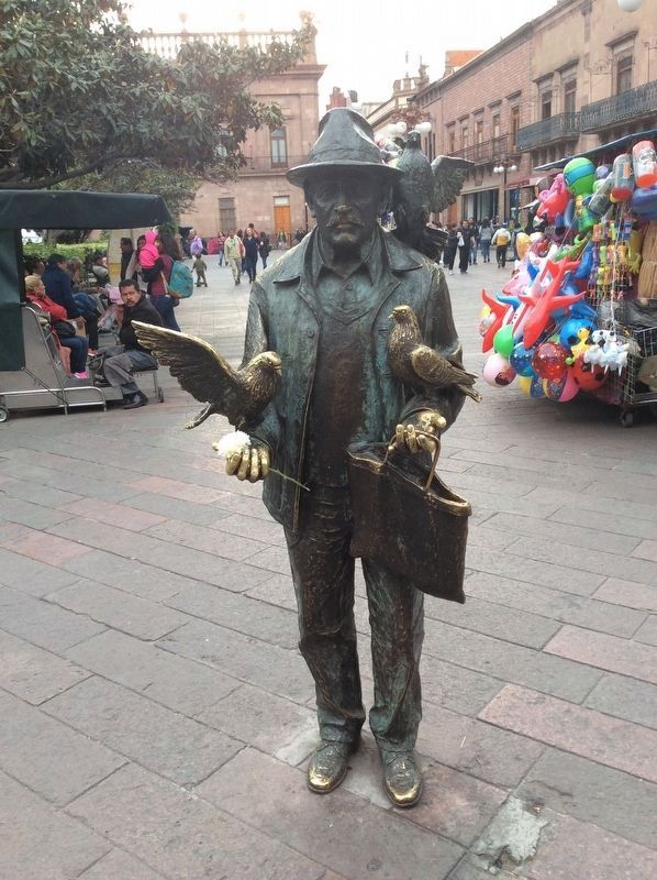 "A nearby statue of the ""Pigeon Man"" (El Señor de las Palomas) image. Click for full size."
