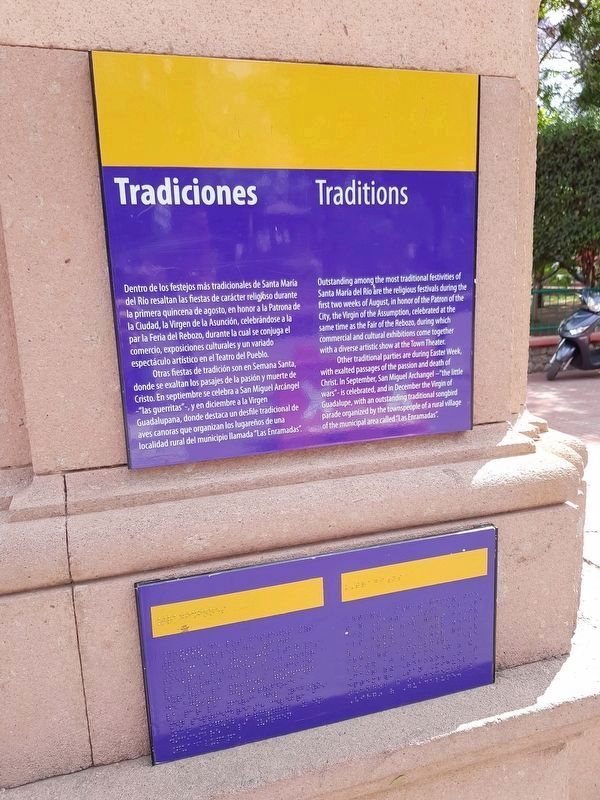 An additional nearby marker on local traditions in Santa María del Río image. Click for full size.