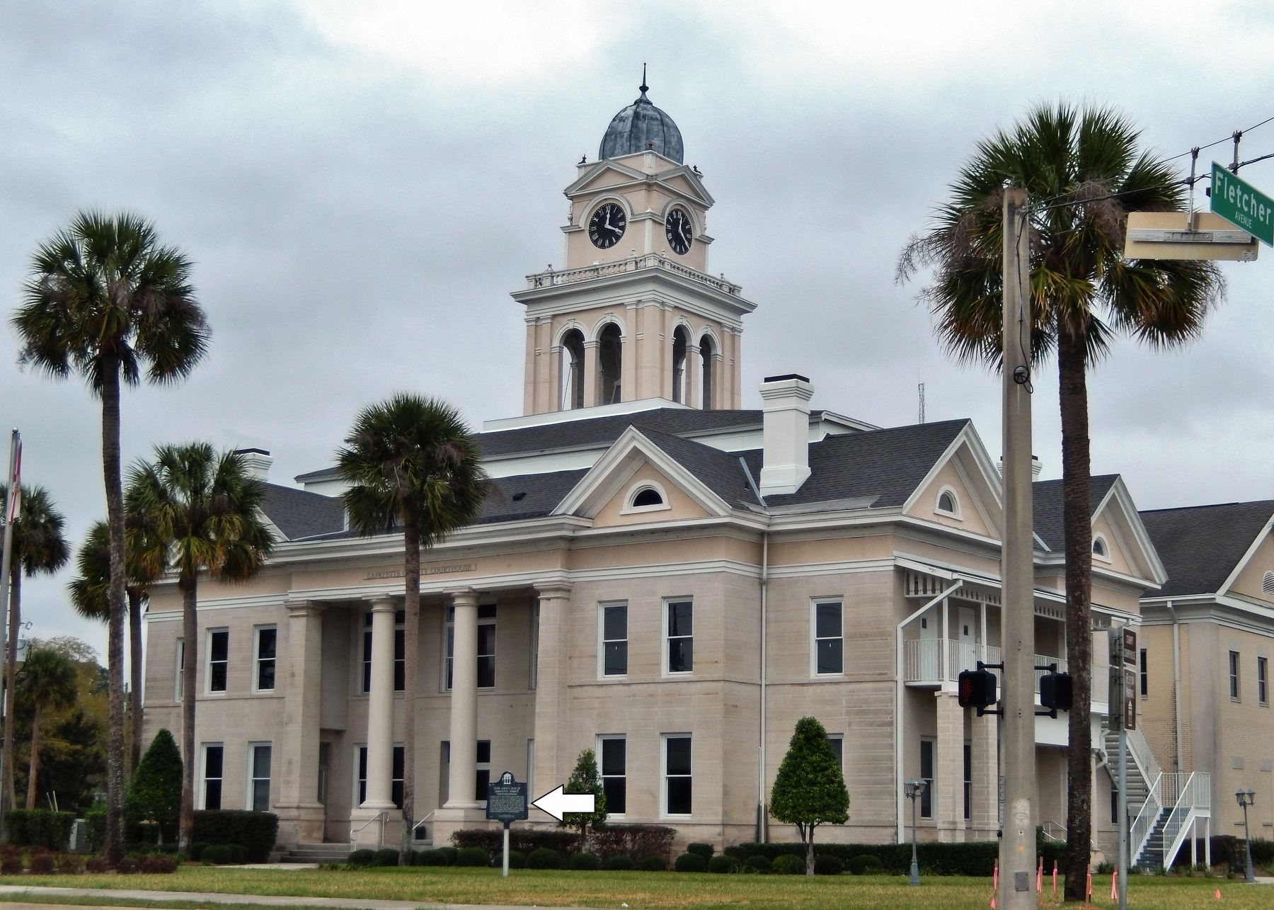 Lafayette County Courthouse (<i>southeast corner view; marker visible near center</i>) image. Click for full size.
