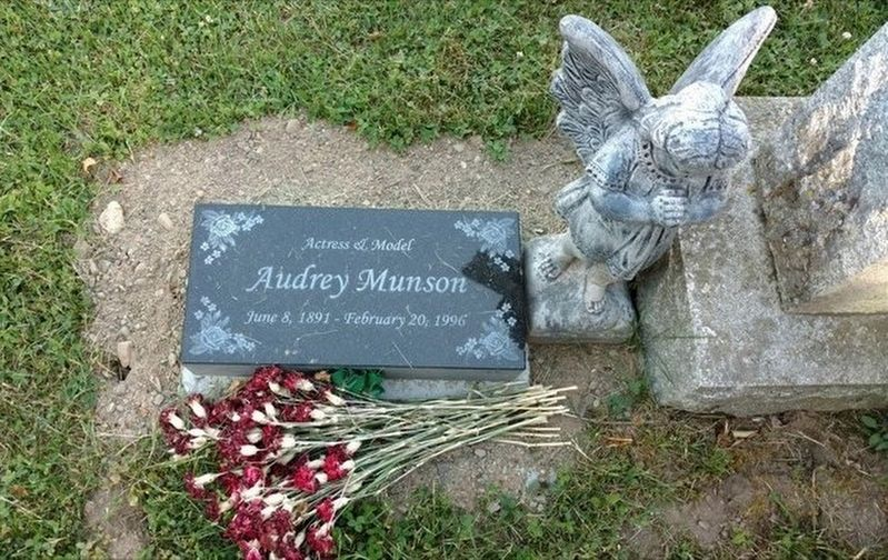 Audrey Munson Headstone image. Click for full size.