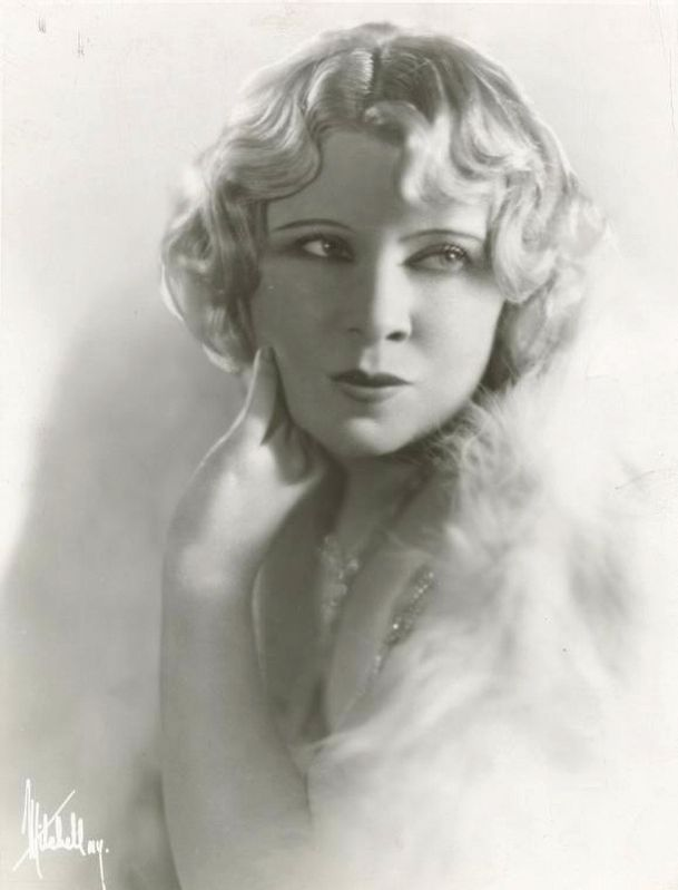 Publicity photo of Mae West image. Click for full size.