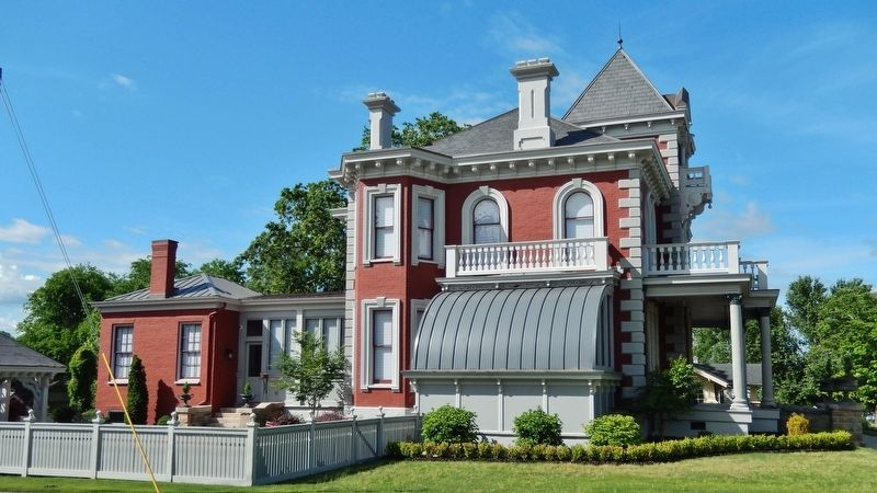 Wilkins House (<i>east side view from Elm Street</i>) image. Click for full size.