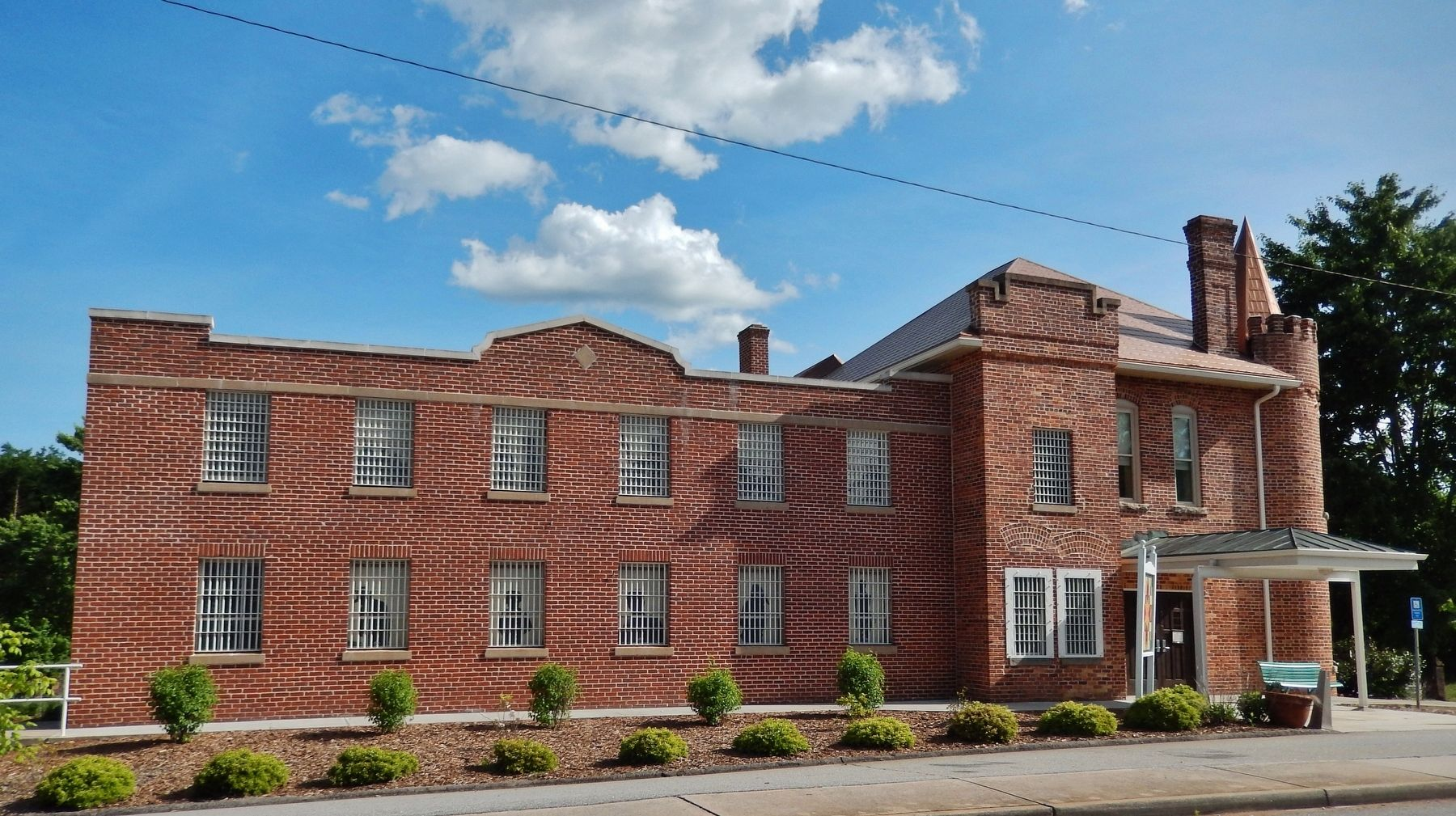Pickens County Museum/Old Pickens Gaol (<i>north/front side; wide view from Johnson Street</i>) image. Click for full size.