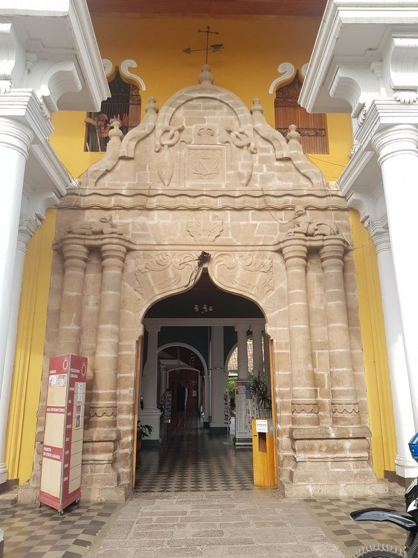 The 1550 entryway to the Casa de los Leones, mentioned in the marker text image. Click for full size.
