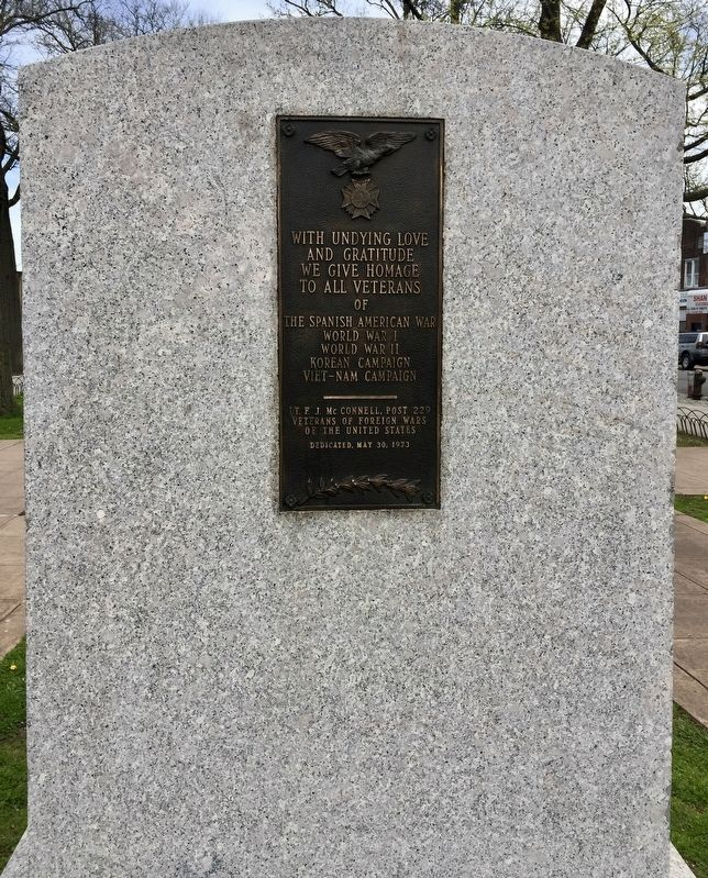 Additional generic war memorial plaque found on the back of the monument image. Click for full size.