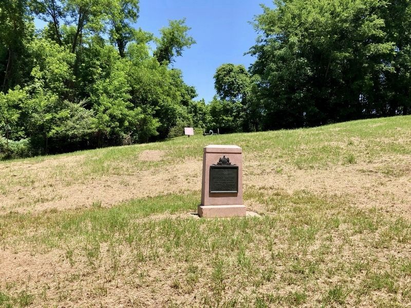 View of marker from Confederate Avenue in far background. image. Click for full size.